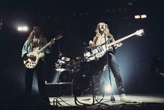 Great Bands, Cool Bands, Rush Uk, A Farewell To Kings, Rush Concert, Rickenbacker Bass, Rush Band, Alex Lifeson, Geddy Lee