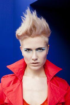 """Linha Blend Finalizadores. Produtos exclusivos para modelar o cabelo com uma filosofia simples. A Blend fornece ferramentas para: criar, misturar, moldar, modelar e definir.  • Perfeita para a modelagem de penteados. • Finalizações extremas e artísticas. • Os produtos podem ser misturados para criar """"looks"""" personalizados."""