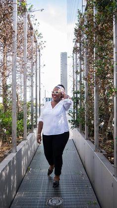 Collection Automne/Hiver 2015 Balsamik - blouse blanche, jean slim Push-Up noir portés par la blogueuse Nathalie du blog The Crazy Soprane. Le jean: http://www.balsamik.fr/jean-slim-push-up-noir-petite-stature-denim-noir.htm?ProductId=018043532&FiltreCouleur=6559&t=3