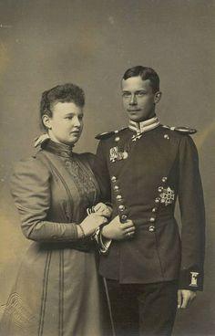 Princesse Pauline de Würtemberg (1877-1965) fille du roi Guillaume II et de la princesse Marie de Waldeck-Pyrmont et son mari William-Frédéric prince de Wied (1872-1945)