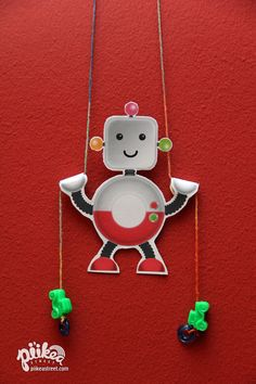 Put together a climbing robot. An Original #kids #craft by www.piikeastreet.com #piikeastreet