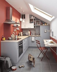 Petites cuisines Leroy Merlin : toutes nos inspirations Petite cuisine en L // small L-shaped kitchen Loft Kitchen, Kitchen Dinning, Open Plan Kitchen, Kitchen Interior, Dining Area, Kitchen Decor, Small L Shaped Kitchens, Sweet Home, Attic Apartment