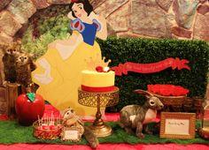 The cake table & snow white cutout
