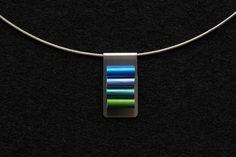 Nespresso capsule necklaces – upcycled jewelry - Diy Jewelry best of 2019 Diy Jewelry, Jewelry Making, Jewellery, Jewelry Necklaces, Diy Accessoires, Cappuccino Machine, Italian Coffee, Turquoise Bracelet, Gems