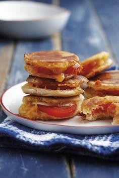 Wat is 'n braai sonder die perfekte braaibroodjie? Hier is ons gunstelinge! Delicious Sandwiches, Wrap Sandwiches, South African Recipes, Ethnic Recipes, Cooking Recipes, Healthy Recipes, Healthy Food, Cooking For Beginners, Outdoor Cooking
