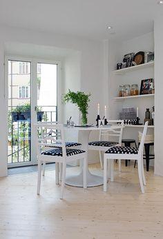 #interior #styling #dining #decor #BW #black #white #shelves #storage #scandinavian