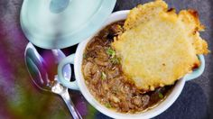 Varmende løksuppe Cornbread, Chili, Beef, Ethnic Recipes, Soups, Millet Bread, Meat, Chilis, Soup