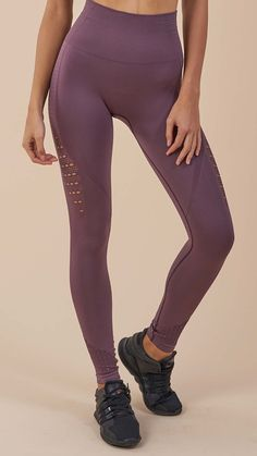 DRY technology wicks sweat from the skin, whilst the soft fabric of the Energy Seamless Leggings stretches effortlessly with your movements. Complete with eyelet detailing to the ankle and thigh. Coming soon in Purple Wash.