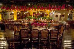 Arranjo aéreo de orquídea para casamento rústico-chique