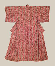 """Tsuru-Bishi Kimono, Late Taisho to Early Showa era (1920-1940). A silk kimono featuring many repeating """"tsuru-bishi"""" (two cranes in diamond pattern) motifs on a rinzu base. The Kimono Gallery"""