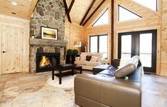 Living room - Timberblock home Pour la pierre du foyer. Log Home Living, Cottage Living, Living Rooms, Cabins In The Woods, House In The Woods, Interior Walls, Interior Design, Style Anglais, Log Cabin Homes