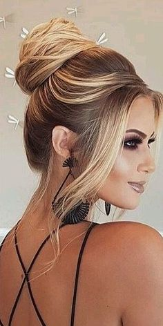 The Best 45 Wedding Hairstyles That Will Be Worn For A Celebration This Year - P. The Best 45 Wedding Hairstyles. Hair Tutorials For Medium Hair, Wedding Hairstyles For Medium Hair, Wedding Hairstyles Half Up Half Down, Wedding Guest Hairstyles, Medium Hair Styles, Easy Hairstyles, Curly Hair Styles, Bridal Hairstyles, Classic Hairstyles