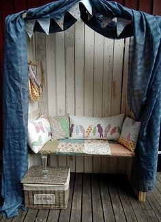 outdoor reading bench