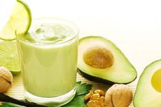This brain boosting smoothie recipe is loaded with healthy fats to support nervous system and brain development/function. It's healthy, delicious and so easy to make! Start your day with this g… Kiwi Smoothie, Smoothie Legume, Ginger Smoothie, Smoothie Prep, Vanilla Smoothie, Healthy Green Smoothies, Green Smoothie Recipes, Healthy Fats, Healthy Juices