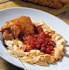 Παραδοσιακή, αξεπέραστη συνταγή από τη Λήμνο. Γίνεται με το παραδοσιακό ζυμαρικό του νησιού τα φλομάρια και σερβίρεται με τριμμένο καλαθάκι Λήμνου. Meat Recipes, Cooking Recipes, Chicken, Food, Greece, Greece Country, Chef Recipes, Essen, Eten