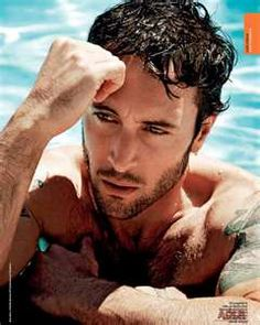 "Alex O'Loughlin... All together now, ""Australian HOTTIE!!!!""  Book'em Danno! ;-)"