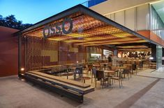 OssO Restaurant / Gustavo Penna Arquiteto e Associados Completed in 2017 in Brazil. Images by Jomar Bragança. Adding to the expansion of the city of Nova Lima in the Greater Belo Horizonte Osso Restaurant opened a new location in Vila da Serra. Outdoor Restaurant Design, Hotel Restaurant, Restaurant Interior Design, Cafe Exterior, Design Exterior, Coffee Shop Design, Cafe Design, Container Restaurant, Outdoor Cafe