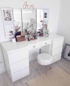 Rangement makeup : C Room Ideas Bedroom, Bedroom Decor, Decor Room, Fairylights Bedroom, Bedroom Table, Sala Glam, Rangement Makeup, Vanity Room, Closet Vanity