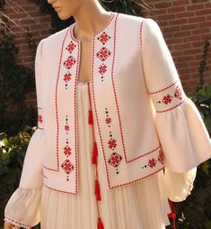 Embroidery On Clothes, Embroidery Suits, Embroidered Clothes, Embroidery Fashion, Folk Embroidery, Kurta Designs Women, Kurti Neck Designs, Blouse Designs, Couture Fashion