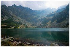 Czarny Staw Gąsienicowy czyli piękne jezioro polodowcowe będące największym akwenem wodnym Doliny Gąsienicowej i czwartym co do wielkości jeziorem tatrzańskim.