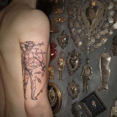 Marco C. Matarese tattoo | Etching, linework, engraving. Milan, Italy. #purotattoostudio #marcocmatarese #matarese #incisione #etching #engraving #drawing #lines #blackwork #milano #milan #tatuage #ink #tattoo #tattooist #nero #tatuatore #linework #blackart #acquaforte #blackline #tattooideas #inktattoo #black #crossetching