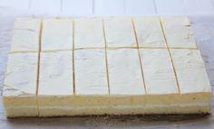 Prajitura cu lamaie - Desert De Casa - Maria Popa Cheesecake Cupcakes, Dessert Recipes, Desserts, Butcher Block Cutting Board, Romanian Recipes, Cake, Tailgate Desserts, Dessert, Desert Recipes