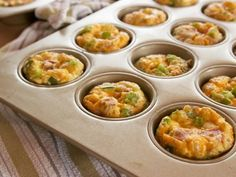 "Individual Ham Casseroles (Breakfast on the Run) - ""The Pioneer Woman"", Ree Drummond on the Food Network. Breakfast On The Go, Breakfast Dishes, Breakfast Recipes, Breakfast Ideas, Brunch Ideas, Breakfast Ham, Brunch Dishes, Ham Casserole, Casserole Recipes"