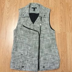 Really cute zip up vest Bought it for my mom , wore once excellent condition! True to size Forever 21 Jackets & Coats Vests