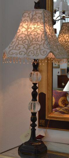 Lámpara sobremesa  md.300-28 Medidas:  0,90 alto. Consultar precio con descuento especial. Unidades disponibles 1
