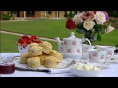 Fast Ed: How to make the best English scones  Scones are the quintessential English treat, and Ed shares his secret to refining this pommy classic with some tips that will take your scones from drab to fab in a flash!    Read post here : https://www.fattaroligt.se/fast-ed-how-to-make-the-best-english-scones/   Visit www.fattaroligt.se for more.