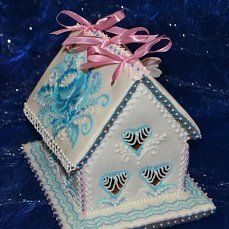 GINGERBREAD HOUSE~WHITE & BLUE GINGERBREAD HOUSE