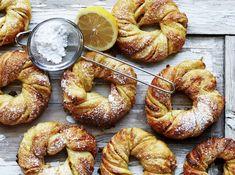 Saffron Buns Recipe, Christmas Bread, Breakfast Tray, Sweet Buns, Dessert Blog, Sweets Cake, Cheat Meal, Rocky Road, Santa Lucia