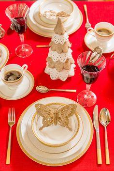 Pentru masa de sărbători, alege un serviciu de masă de la Nobila Casa, realizat dintr-un porțelan fin! Table Settings, Plates, Table Decorations, Elegant, Home Decor, Magick, Licence Plates, Classy, Dishes