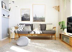 ソファ、ラグ、クッションをグレーで統一させた、のんびりできる空間。それぞれのグレーは、濃淡をつけることにより、のっぺりした印象が無くまとまったお部屋になっていますね。