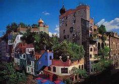 Hundertwasser - Vienna     Pittore, scultore e architetto il Signor Hundertwasser, di origine austriaca, ci ha lasciato in eredità questo straordinario quartiere artistico dalle linee sinuose, i colori carnevaleschi e la maestosità delle piante che sovrastano i tetti.