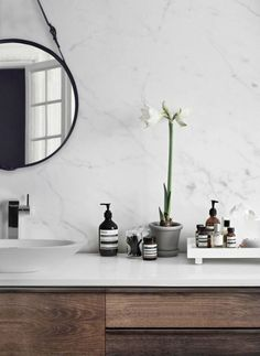 Only Deco Love: Tip for a Quick Bathroom Makeover // light and airy bathroom, natural light, clean neutral colors, bathroom inspiration Minimal Bathroom, Modern Bathroom, Small Bathroom, Bathroom Marble, Bathroom Ideas, Bathroom Hacks, Bathroom Goals, Bathroom Makeovers, Bathroom Cleaning