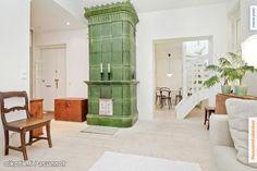 Green tiled stove / Vihreä kaakeliuuni