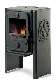 Morso 1440 Wood Burning Stove, The Morso 1440 is a convection stove which is available with squirrel relief on the side panels. For small rooms and tiny homes, the convection principle means that the stove quickly circulates warm air throughout the room. Convection Stove, Pellet Stove, Small Rooms, Small Spaces, Small Wood Burning Stove, Cooking Stove, Cooking Corn, Cooking Turkey, Cooking Recipes
