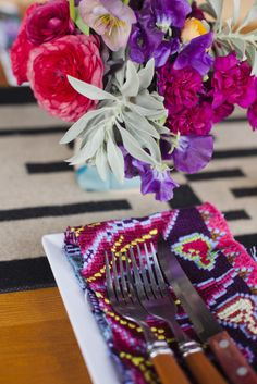 Modern Mexican wedding inspiration: http://www.stylemepretty.com/little-black-book-blog/2014/08/01/modern-mexican-wedding-inspiration/ | Photography: http://lunaphoto.com/#home/