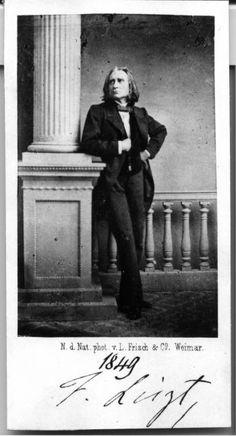 Franz Liszt (1811-1886) Autogrammkarte, aufgenommen im Weimarer Theater 1849 Klassikstiftung Weimar. L. Frisch