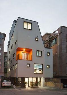 【송파 상가주택】 전원을 품은 도심 속 작고 하얀 집 '소소채' Style At Home, Casa Loft, Narrow House, Corner House, Box Houses, Small Buildings, Exterior Design, Interior Architecture, Building A House