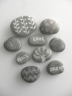 Looking for some easy painted rock ideas to get inspired by? See more ideas about Rock crafts, Painted rocks and Stone crafts. Pebble Painting, Dot Painting, Pebble Art, Stone Painting, Rock Painting Ideas Easy, Rock Painting Designs, Paint Designs, Paint Ideas, Stone Crafts