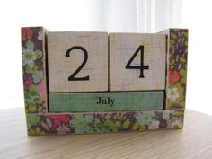 I love this calendar. It's such a cute pattern, and would be great on a desk or an end table.
