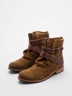 Low suede boots