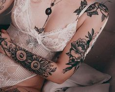 Get to witness the most amazing Flower tattoos deisgns 2020 here. We have the most splendid art styles that will tell you all the Flower tattoo designs Trendy Tattoos, Sexy Tattoos, Body Art Tattoos, Tattoos For Guys, Tatoos, Piercing Tattoo, Arm Tattoo, Sleeve Tattoos, Piercings