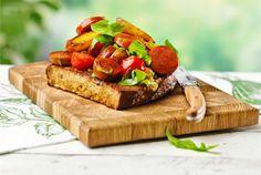 Chorizo-ritarit. Nämä herkulliset täytetyt leivät syntyvät helposti mökillä tai kotigrillissä. http://www.valio.fi/reseptit/chorizo-ritarit/ #resepti #ruoka