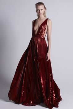 J. Mendel Pre-Fall 2015 Runway – Vogue love the color but if I wore this my great aunt would have a fit not only her but my dad too if this is the dress I wore at a family event even my wedding. I would feel too uncomfortable ..=)