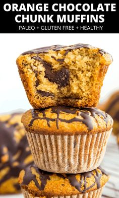 These orange chocolate chunk muffins are so good! They're gluten free, paleo and healthy and so easy to make! Perfect for breakfast or anytime #muffins #paleo #glutenfree #orangechocolate Healthy Sweet Treats, Paleo Treats, Healthy Desserts, Delicious Desserts, Yummy Food, Paleo Baking, Fun Baking Recipes, Real Food Recipes, Free Recipes