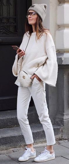 Fashionable outfit idea: hat + white sweater + bag + pants + sneakers