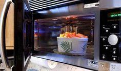 Il forno a microonde Forse non tutti sanno che il forno, oltre ad essere un valido aiuto per riscaldare o scongelare i vostri piatti, rappresenta anche un'alternativa veloce per